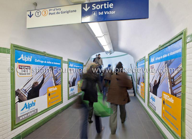 Prises de vue en 2011 du photographe parisien for Presse agrume professionnel metro